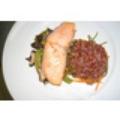 Cá hồi nướng dùng với cơm gạo lức