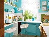 2 căn bếp nhỏ hiện đại và đẹp bất ngờ với tone màu xanh nhạt