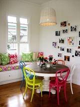 Kết hợp bàn gỗ kiểu cũ với ghế hiện đại - xu hướng mới cho phòng ăn gia đình